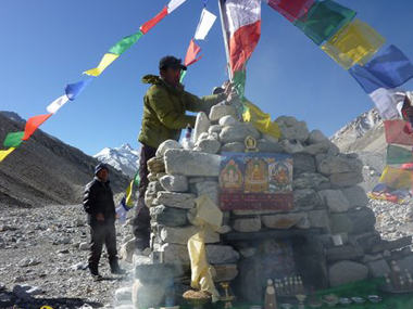 Lhakpa Gelu and others climbing Everest in Tibet